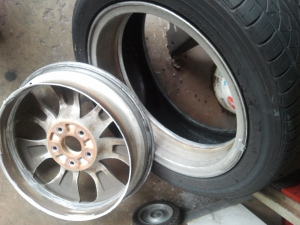 loose-brake-caliper-cut-rim-in-two